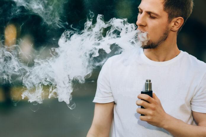 Co wpływa na dymienie e-papierosa?